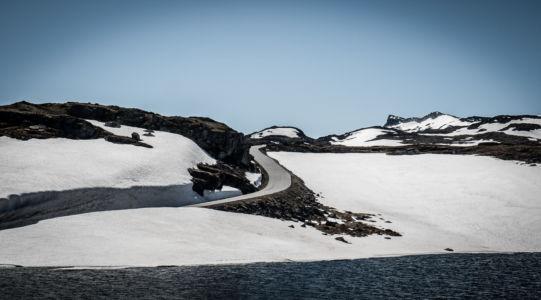Aurlansvegen/Snøvegen, Fv243, Lærdalsøyri, Sogn og Fjordane Fylke, Norge