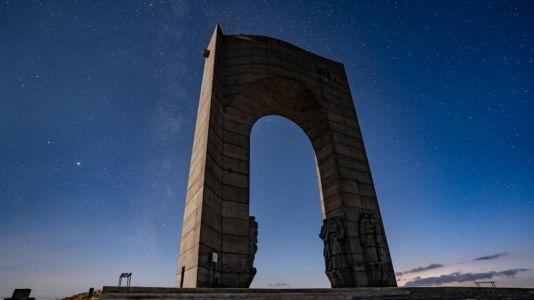 Bulgaria, Arch Of Freedom, Hristo-Danovo - GPS (42,776994; 24,614574)
