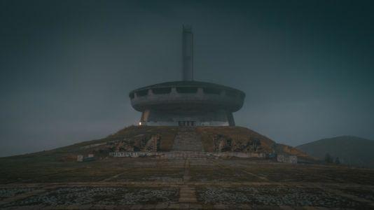 Bulgaria, Buzludzha Monument, Balantsite - GPS (42,735570; 25,396483)