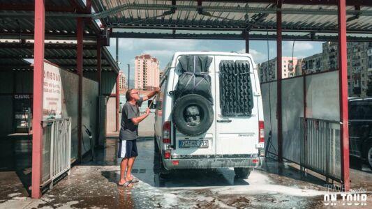 Georgia, Tbilisi, Car Washing - GPS (41,710453; 44,873047)