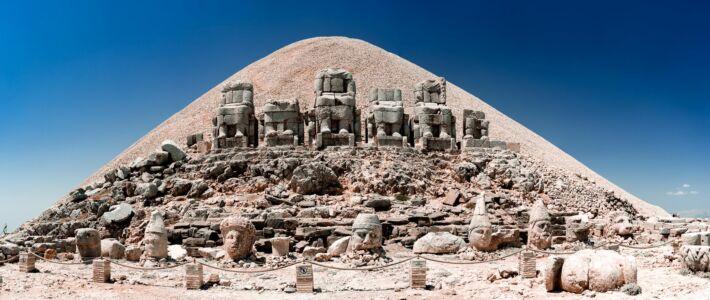 Turkey, 7 Statues Of Nemrut - GPS (37,982575; 38,742516)